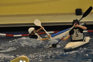 Entraînement kayakpolo en piscine pour le club de Draveil
