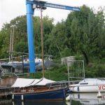 La Grue (potence) qui permet de lever les bateaux (jusque 2T500)