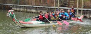"""Essai des """"Dragon"""" dans la marina du club sous la direction de Julie, monitrice kayak"""